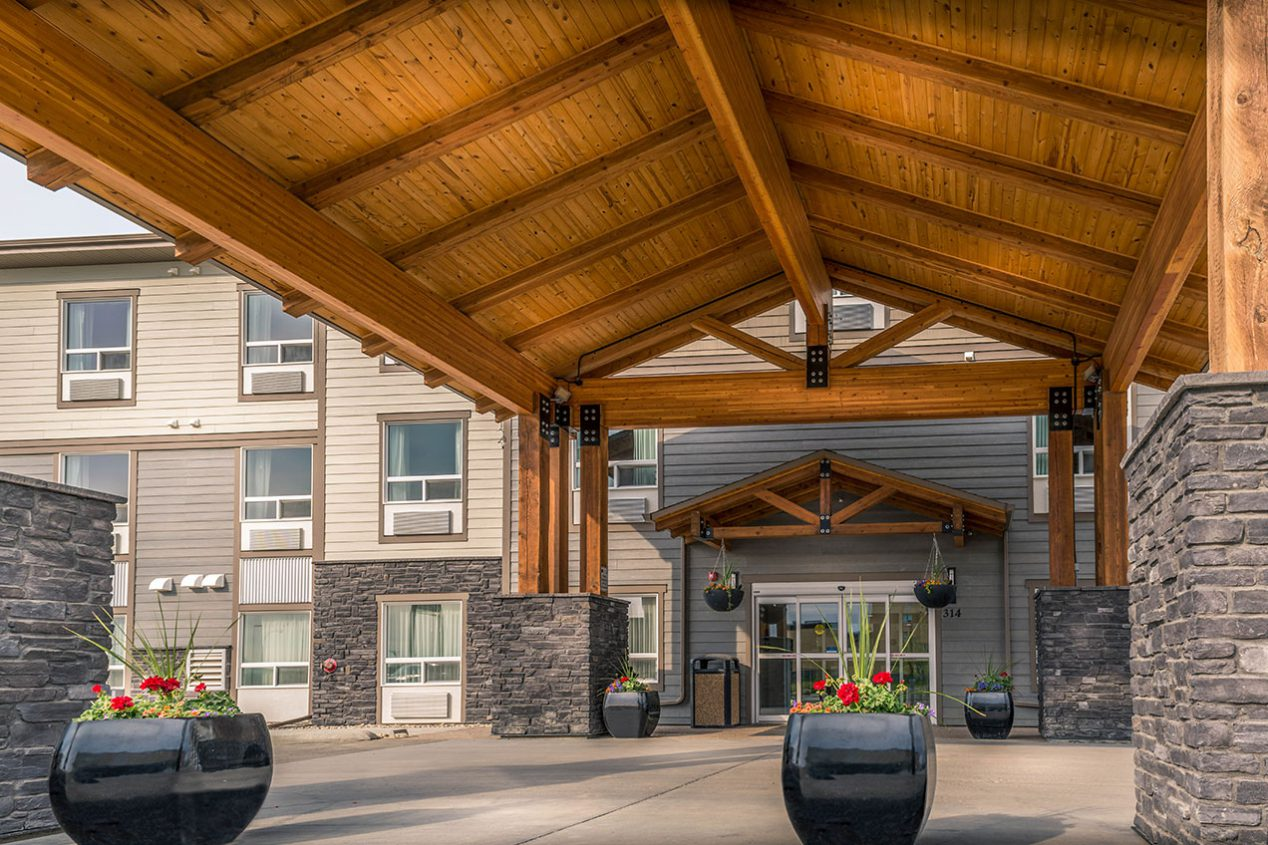 Timber-Ridge-Inn-and-Suites-Front
